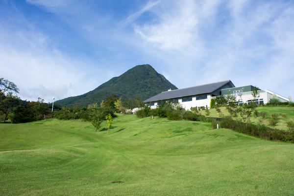 しぶかわCCクラブハウスと浅間山の画像