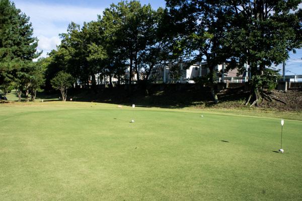 前橋ゴルフ場の練習グリーンの画像