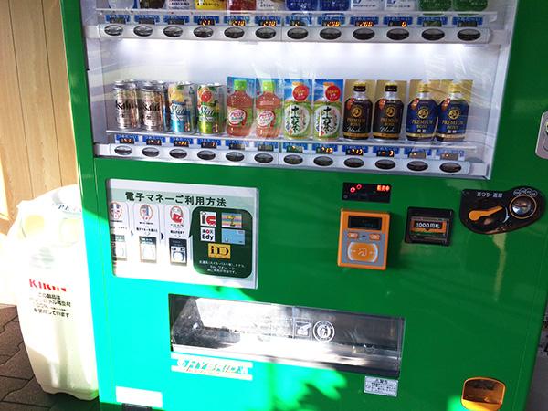 甘楽カントリーの自動販売機の画像