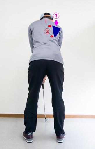 ゴルフアドレスで右肩甲骨をセットした画像