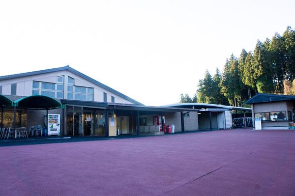 熱海倶楽部 東軽井沢ゴルフコースのコース側のクラブハウスの画像