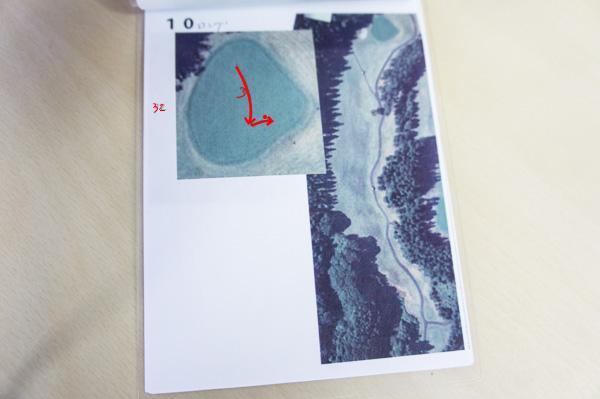 グリーンでの軌道を書いたヤーデージブックの画像