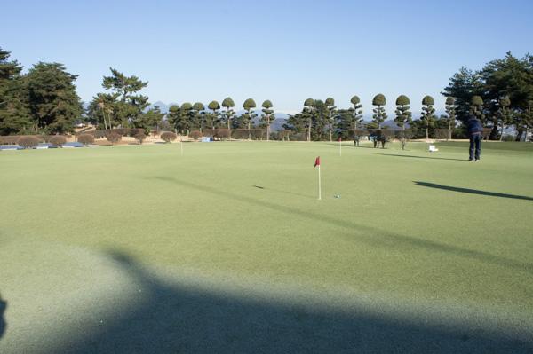 藤岡ゴルフクラブの練習グリーンの画像
