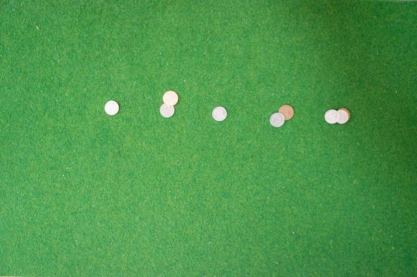 コイン10枚をパターで打った画像